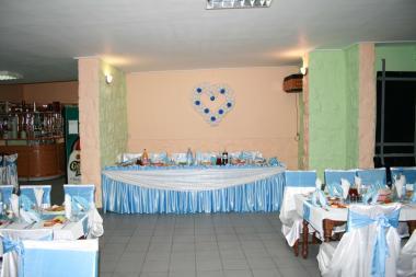 Poze Decoratiuni Nunti Baloane Si Scaune Decorate Cu Albastru